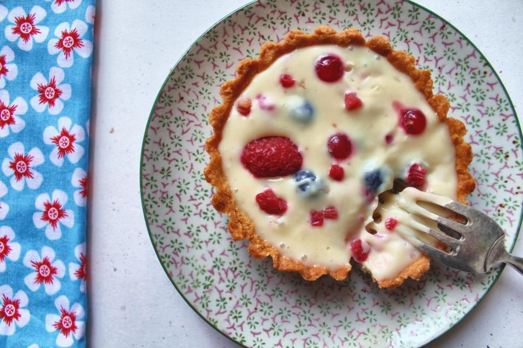 tartelette chocolat blanc, framboises, groseilles et myrtilles
