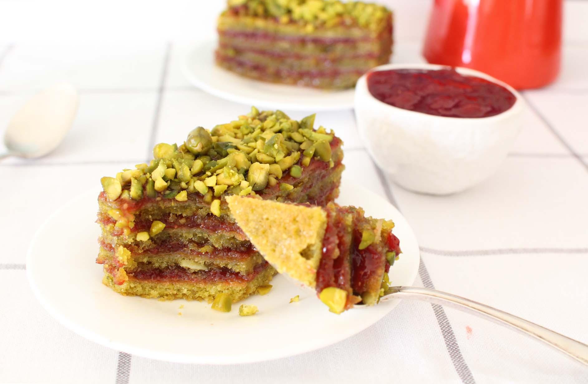 layer cake pistache fraises groseilles