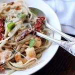 Linguine aux crevettes, crème et tomates séchées