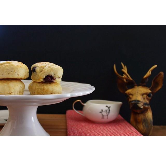 Good morning ! On se fait des #scones aux #myrtilles ? http://www.royalchill.com/2013/03/22/scones/ #blueberries #instafood #instagood #food #vsco #explore #liveauthentic #breakfast #teatime #recipe #recette #petitdej #wtf #miam