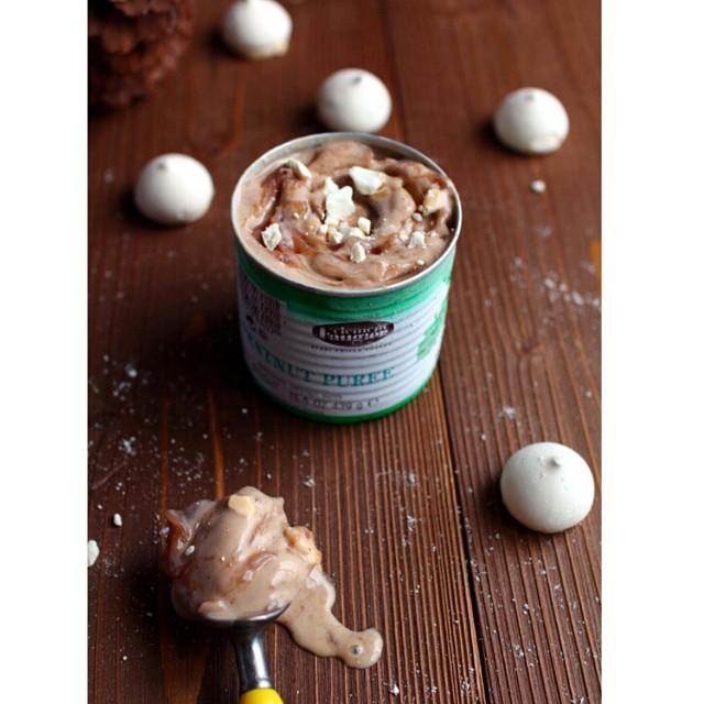 Good morning autumn! Aujourd'hui on découvre une #glace tuerie sortie tout droit du super livre #Glazed et customisée avec des #marrons glacés et de la #meringue... http://www.royalchill.com/2014/10/24/glace-marbree-aux-marrons-et-a-la-meringue  #food #instafood #icecream #instagood #chestnut #recipe #foodporn #explore #liveauthentic #vsco