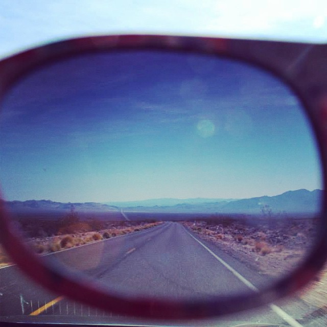 Open your eyes. #travel #usa #road #roadtrip #travel #voyage #explore  #vsco #liveauthentic #sunglasses #westcoast #deathvalley