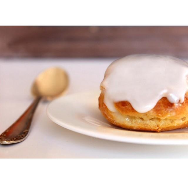 Des petits #choux tout doux à la #vanille c'est aujourd'hui sur le blog ? ! Une recette inspirée de Christophe Michalak http://www.royalchill.com/2014/11/10/petits-choux-craquelin-a-la-vanille-michalak/ #eclairs #liveauthentic #instafood #instagood #food #love #recette #recipe #miammiam #teatime
