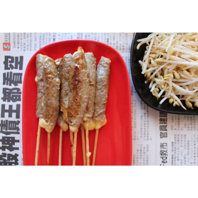 #yakitori time ! http://www.royalchill.com/2013/09/23/brochettes-yakitori-au-boeuf-et-au-fromage/ #food #recipe #recette #cheese #asian #miam #beef #instafood #instagood