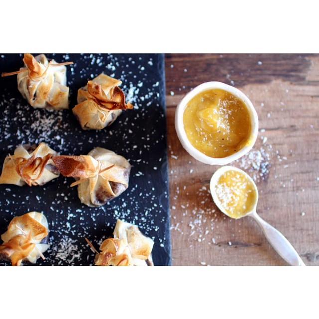 Le blog n'a pas été très actif cette semaine mais on se rattrape avec une ancienne petite recette toute simple et trop bonne au chocolat, coco et purée de fruits !  http://www.royalchill.com/2014/02/28/aumonieres-choco-coco-puree-mangue-banane/ #aumonieres #coconut #chocolat #recette #food #foodblog #vscofood #livefolk #mango #yummy #foodporn