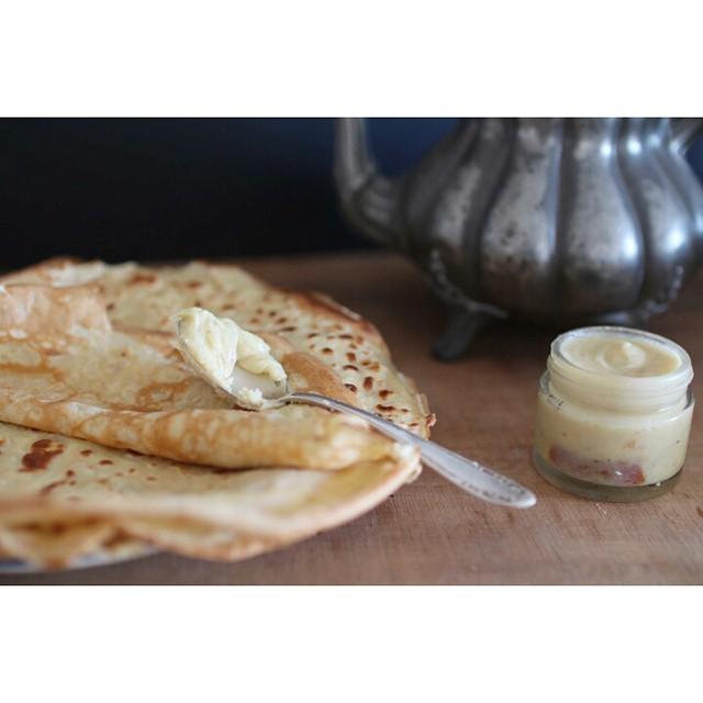 Bon ben nous on commence à préparer la #Chandeleur hein ! Avec des #crepes à la bière ! Vvous avez déjà goûté ? Et en bonus une petite pâte à tartiner au #chocolat blanc, #orange et huile d'olive ! http://www.royalchill.com/2015/01/30/crepes-a-la-biere-et-pate-a-tartiner-chocolat-blanc-orange/#jesuisaddictauxcrepes #miam #food #pornfood #recipe #recette #instafood #instagood #vscofood