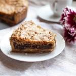 La cookie pie [tarte cookie] aux éclats de chocolat et noix de pécan