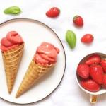 Sorbet facile à la fraise et pointe de basilic