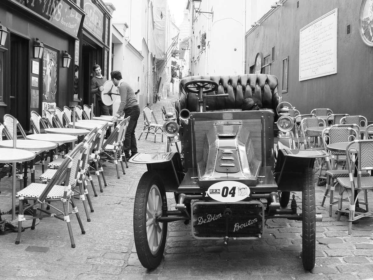 voiture-ancienne-paris-montmartre