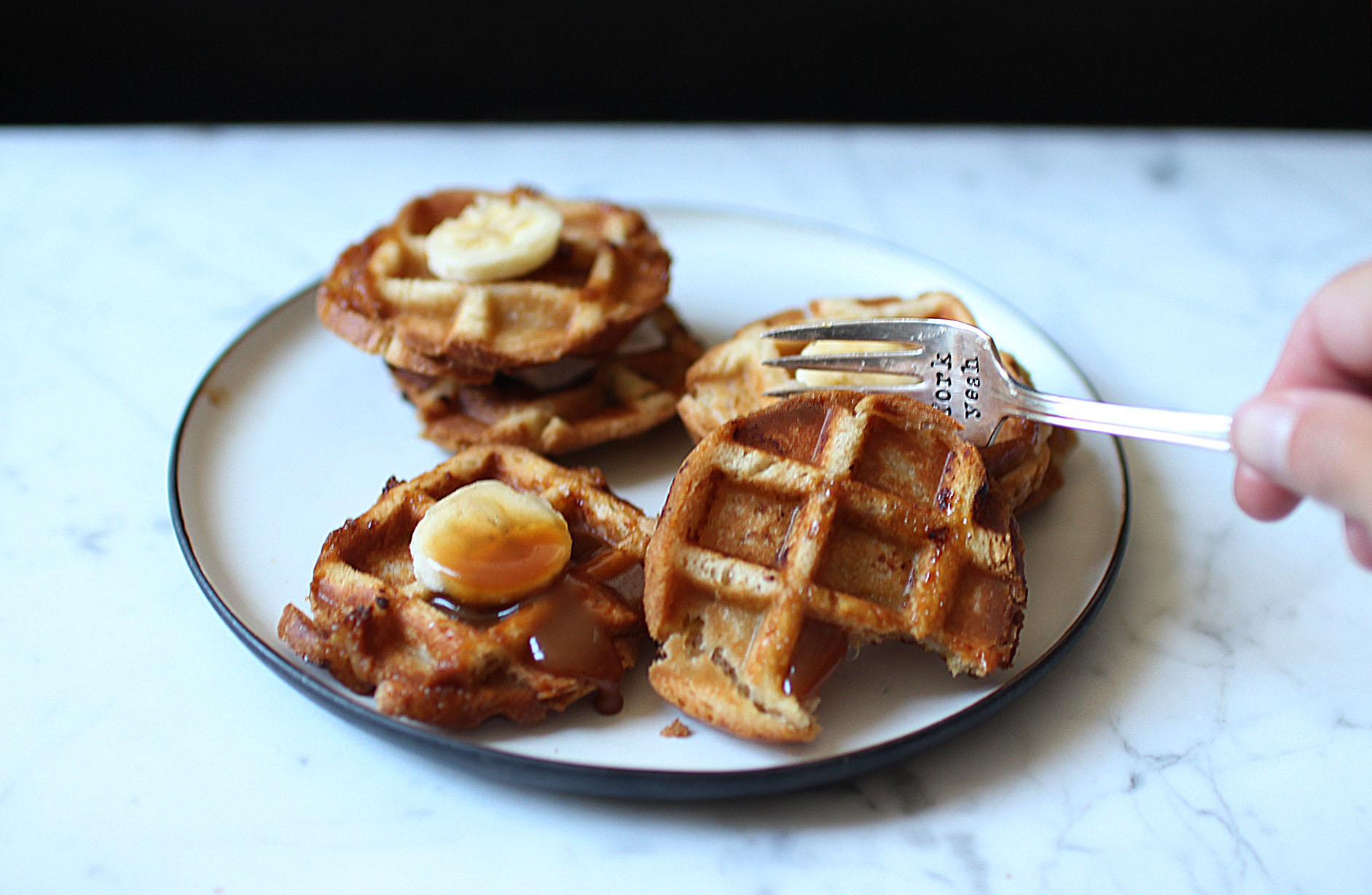 recette-croques-gaufres-fourrees-caramel-banane