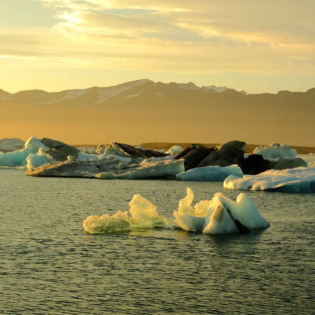 jokulsarlon : icebbergs