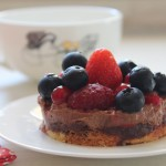 Entremet croustillant chocolat praliné – fruits rouges