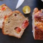 Cake au jambon de parme, tomates et chèvre