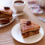 Gâteau moelleux aux noix, fourré à la pâte à tartiner aux noix de pécan