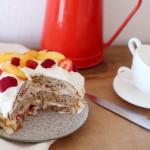 Layer cake aux noisettes, nectarines et framboises [Trish Deseine]
