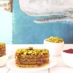 Cake pistache-fraises-groseilles