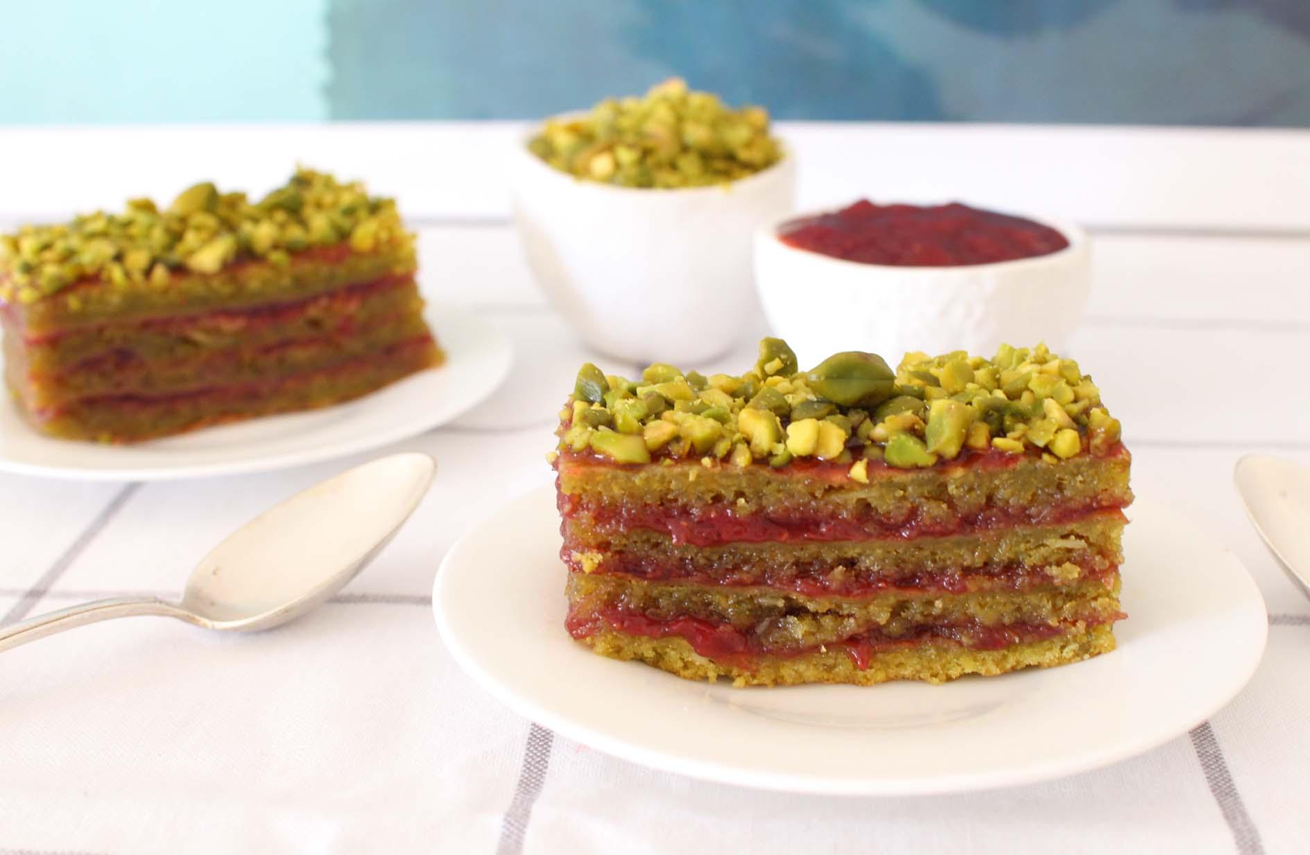 layer cake pistache fraises groseilles gateau
