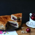 Gâteau basque à la confiture de cerises noires