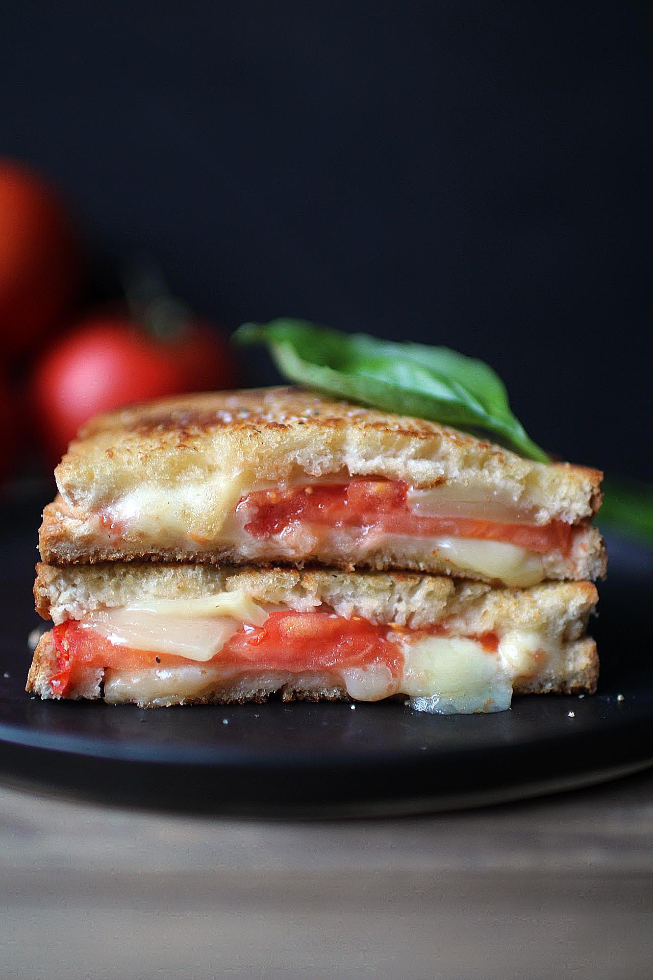 grilled-cheese-tomatoes-basil