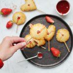 Pie pops {mini tartes sucettes} à la fraise