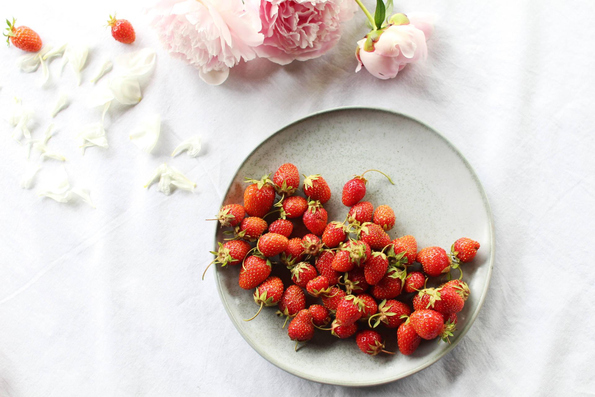 fraises et fleurs royal chill stylisme culinaire - photographie