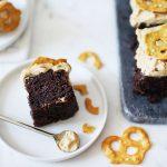 Brownies au beurre de cacahuète et aux bretzels